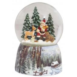 Bola de nieve con Papa Noel en el bosque