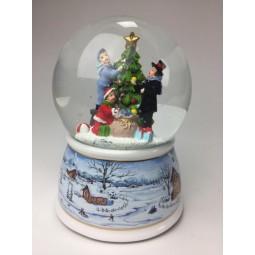 Bola de nieve con arbold de Navidad adornado