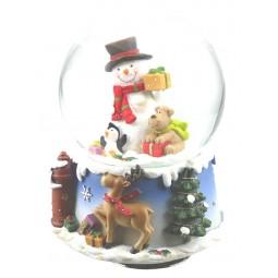 Bola, muñeco de nieve y perro