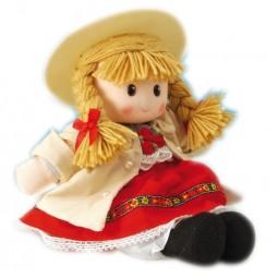 Niña con traje regional rojo