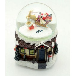 Schneekugel mit Santa und Schlitten