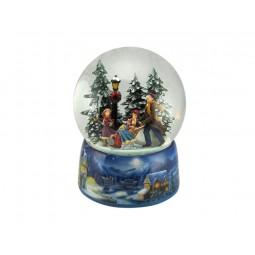 Bola de nieve con trineo y patinadores